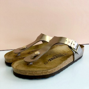 BIRKENSTOCK Gizeh Electric Taupe Leather Sandal