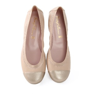 PRETTY BALLERINAS Shirley Caramel Leather Gold Toe
